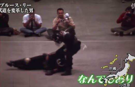 【勵志文章】李小龍:不要畏懼一個人練習一萬種踢腿,而要畏懼他練習同一種踢腿一萬次。